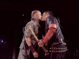 Rammstein y un besazo contra la homofobia