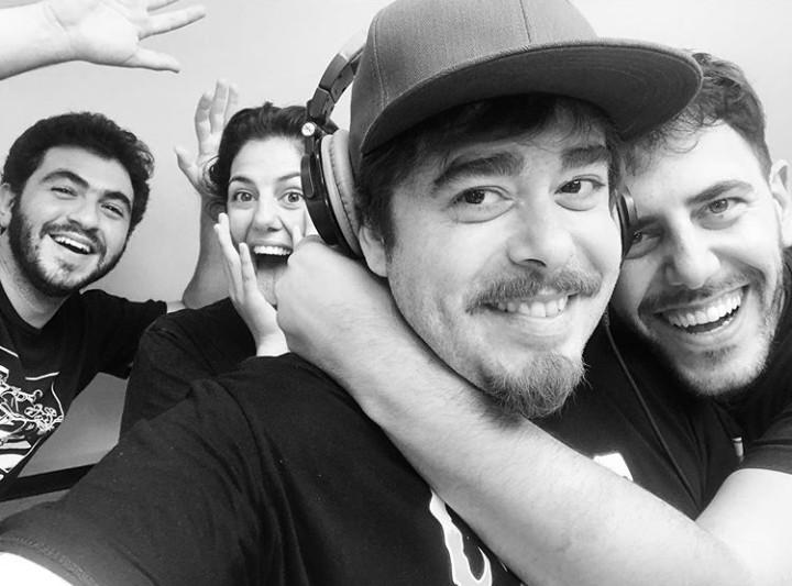 Equipo completo. De izquierda a derecha: Lucas, Vicky, Migue y Martín. (Foto extraída del perfil en Instagram de @lucasfridman)